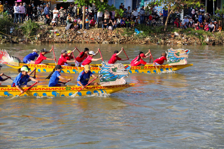 Bài văn hay lớp 3 – Kể về một lễ hội đua thuyền