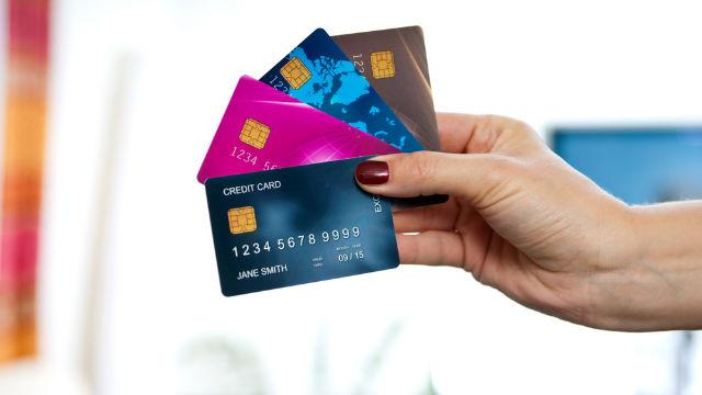 Giải thích đơn giản về Trả góp bằng thẻ tín dụng là gì?