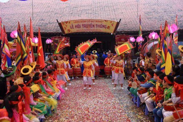 Đặc trưng của văn hóa làng và tác động của nó đến sự hình thành lối sống và cách tư duy, ứng xử của người Việt truyền thống